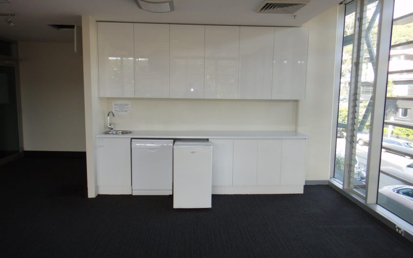Great Northerly Aspect in this Lifestyle Working Suite.